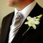 Как подобрать бутоньерку для зимней свадьбы?