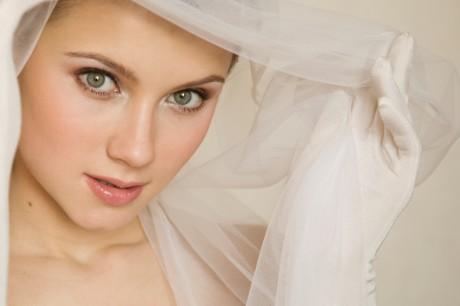 Белый макияж невесты