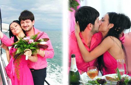 Розовые наряды Миши Галустяна и Вики