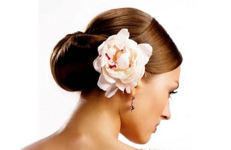 Цветы в свадебной прическе