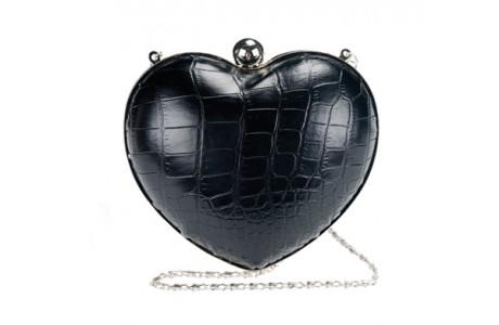 Необычный клатч в форме сердца
