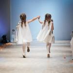 Вид детских платьиц сзади - свободная модель