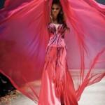 Ярко-красное великолепие вечернего платья