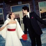 От зимней стужи и мороза руки невесты уберегут теплые варежки