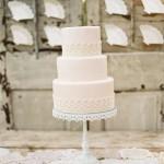 Вы можете остановить свой выбор на классическом варианте свадебного торта.