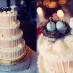 Зимний свадебный торт с необычной верхушкой.