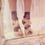 Почему бы не остановить свой выбор на босоножках с кружевными носочками?