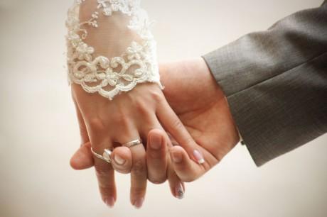 Видео почему обручальные кольца носят на безымянном пальце