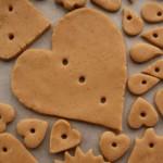 Выпекай печенье в разогретой до 180 градусов духовке в течение 10 минут (не больше)