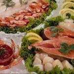 Красивое украшение рыбных свадебных блюд