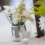 Укрась праздничный стол букетами из ромашек и колосков пшеницы