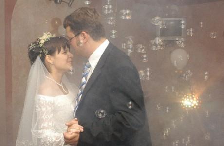 Фейерверк из мыльных пузырей на свадьбе