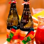 Многочисленные надписи и ленточки заметно преобразят унылую бутылку