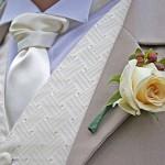 Белая роза в петлице