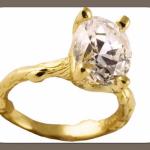 Великолепное решение - оригинальное колечко с бриллиантом грушевидной формы