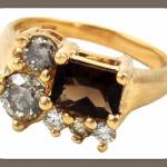 Не менее интересный вариант - обручальное кольцо с 6 бриллиантам самых разных форм