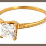 Обрати внимание на кольца с квадратными бриллиантами