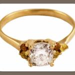 Оригинально смотрятся кольца с комбинацией бриллиантов разных форм