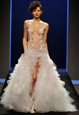 Прозрачное свадебное платье невесты