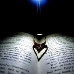 Даже кольцо имеет форму сердца