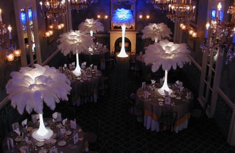 Украшение свадебного зала перьями