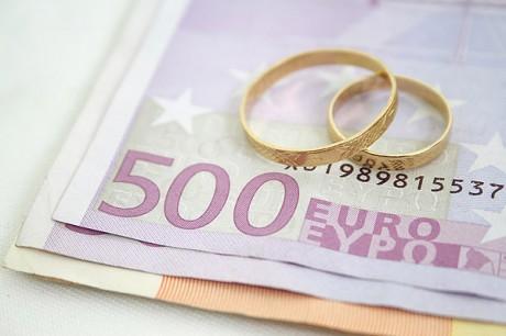 Кто за что платит на свадьбе.  Свадебный бюджет: трудности обобщения.
