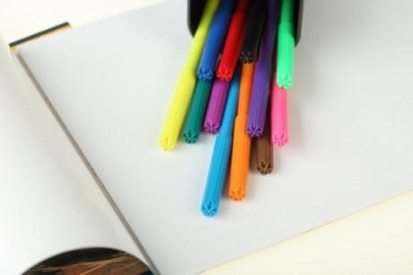 Понадобятся цветные фломастеры и лист бумаги
