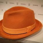 Креативная оранжевая шляпа