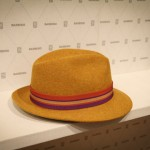 Оригинальная желтая шляпа