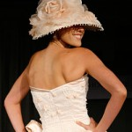 Украшение шляпки тканевыми цветами