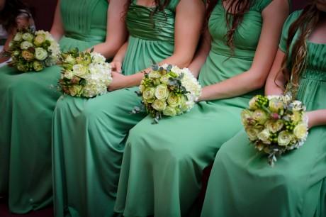 Выбрать цветы для подружек невесты