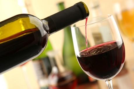Педпочтительнее подавать красное вино