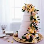 Оформи торт засахаренными цветами