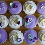 Цветные кап-кейки для гостей на свадьбе