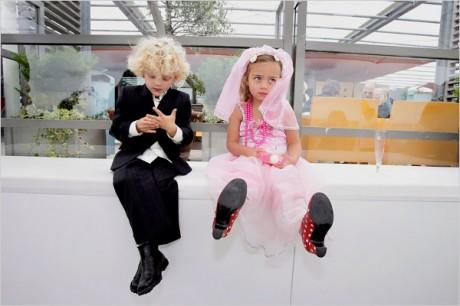 Дети на свадьбе скучают