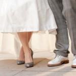 Закрытые серебристые туфельки идеально подойдут к любому наряду