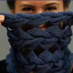 Теплый шарф из косичек