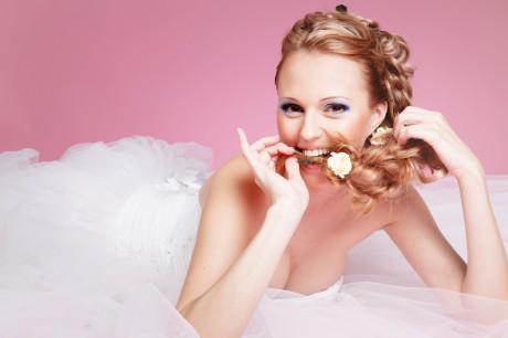 Подбираем прическу под свадебный наряд