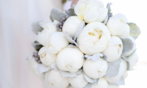 whimsical-wedding-flowers-white-peony-bridal-bouquet__full-carousel