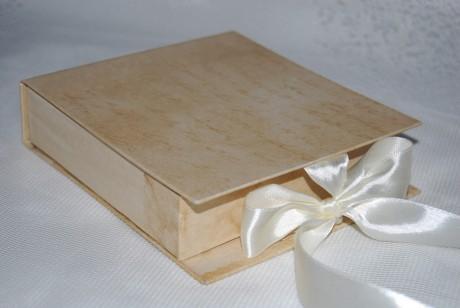 Коробка с анонимными поздравлениями