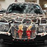 Нетрадиционное украшение авто гирляндами
