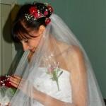 Красное, белое и черное - шик свадебной прически