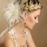 Перья в прическе - последний писк свадебной моды