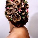 Розы в волосах невесты