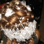 Укрась волосы венком из белых цветов