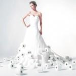 Свадебное платье из рулонов туалетной бумаги