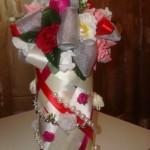 Нарядная бутылка для гостей на свадьбе