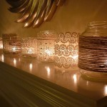 Кружевом обвяжи банки со свечами - ажурные подсвечники в твоем распоряжении