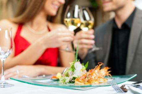 Пригласи невесту на праздничный обед