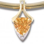 Еще бы - золото никогда не выйдет из свадебной моды